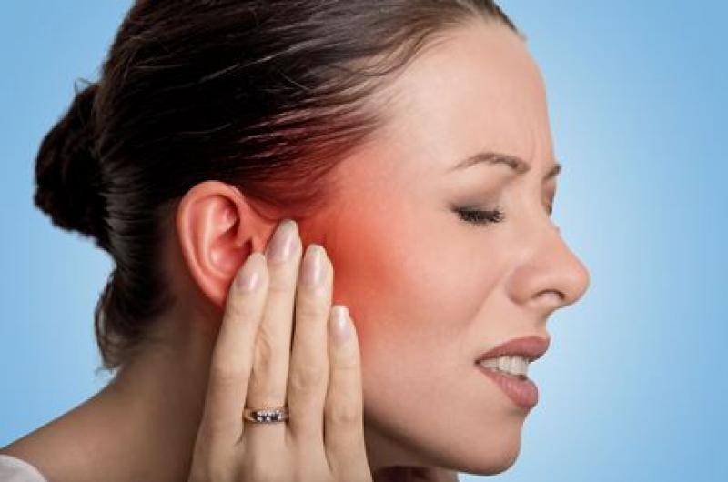agujero piercing infectado